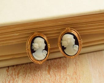 Vintage 1950's Petite Cameo Earrings   Black and White Lady Cameo