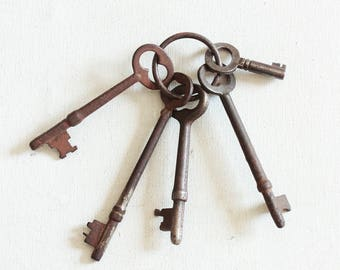 Vintage Skeleton Keys, 5 Rusty Old Keys, Steampunk Keys, Antique Keys, Key Lot, As is K 6