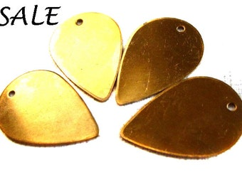 Raw Brass Flower Petal Engraving Pad Charms  (4X)  (V253) SALE -25% off