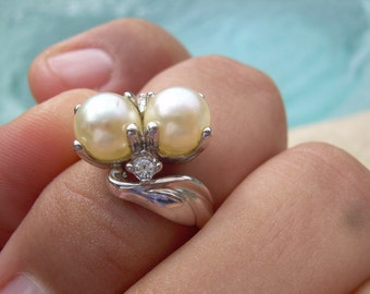 Vintage Faux pearl and Diamond 18 K HGE white gold Ring size 6 1/2 very Pretty ring, in new condition, no fading or chipping.