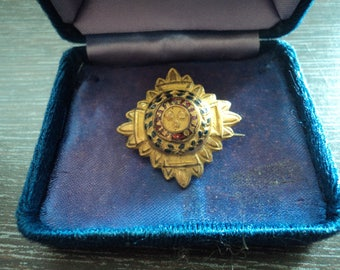 Vintage Military Officers Pip Tria Juncta in Uno, badge/pin