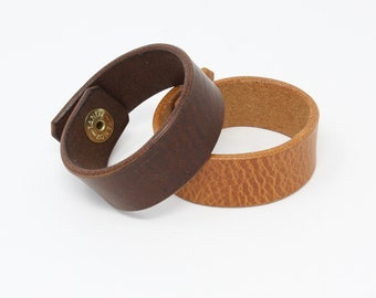 Plain leather wristband