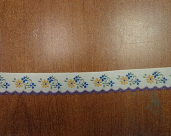 "Vintage (1970s) 7/8"" Wide Trim, Yellow and Blue Flowers on Off-White Background"