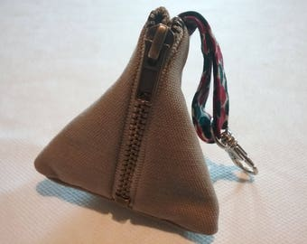 Fabric box with clasp