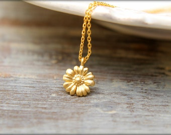 Simple Daisy Necklace, Available in Silver and Gold