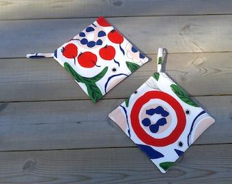 Modern potholders made from Marimekko linen fabric, hot pads, quilted trivet pot holders, Scandinavian kitchen decor