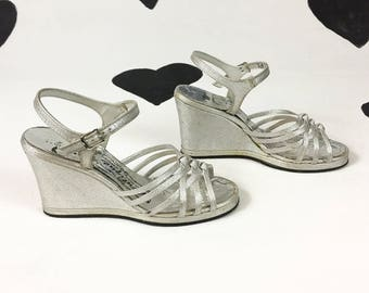 70's silver metallic platfrom wedges 1970's glittery disco stappy high heel platforms / ankle strap / sandals / Studio 54 / open toe size 6