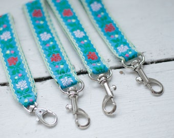 Short fabric lanyard with silver coloured lobster clasp