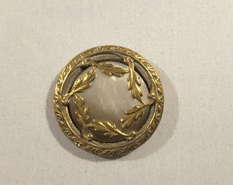 Mother of pearl Depose French button - late 19th Century