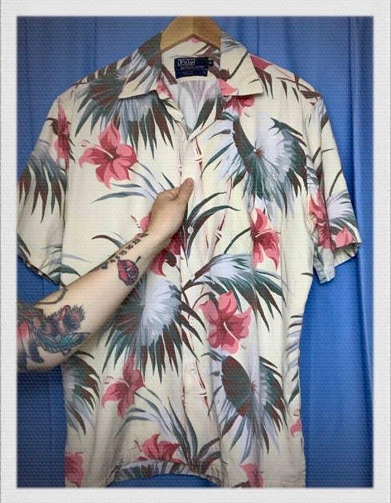 "Vintage Men's Hawaiian Shirt Size Medium 24"" width 28"" length"