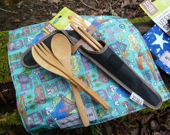 "Reusable bamboo cutlery set with folding ""plate"""
