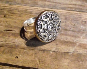 Ring adjustable vintage round button engraved Adjustable ring vintage golden round engraved button