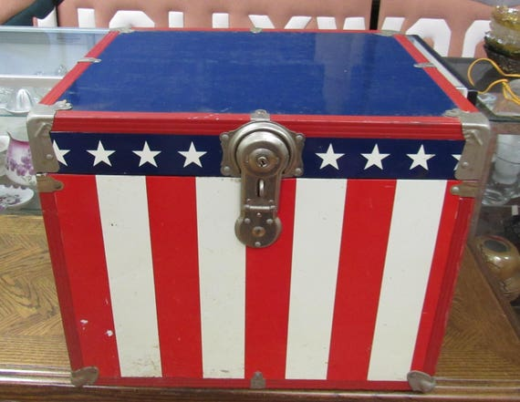 Small trunk stars and stripes