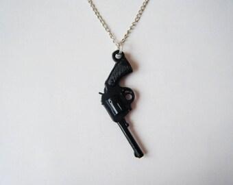 Black pendant gun ♥ ♥