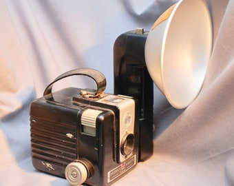 Kodak Brownie Hawkeye Flash Model 620 Film Camera with Vintage Batteries and 2-Way Flash Guard
