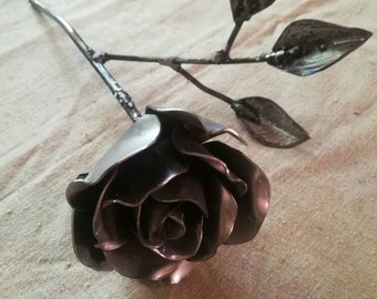 Small Eternal rose with 3 leaves