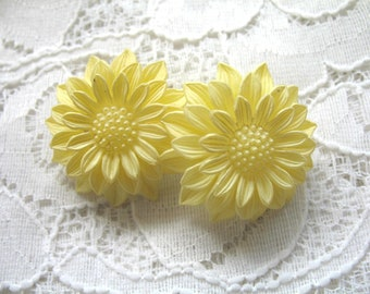 Vintage Plastic Earrings ~ Yellow ~ Clip On