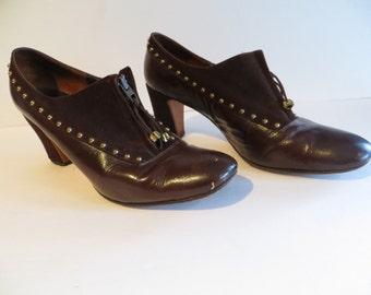 Vintage 70s brown leather suede womens shoe booties,  zip up, brass studs stacked heel, clunky funky, Robert Evans Lake Tahoe as Vegas