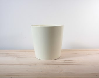 White glazed 8 inch planter