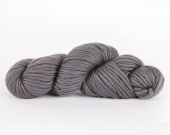 Super chunky yarn. Grey CHEEKY CHUNKY super bulky merino wool. Big giant extreme knitting. Y055