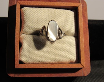 oval ring marked 924  size 7 1/2 (box not included)