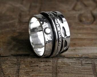 Dotty spinning ring