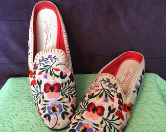 Vintage Embroidered Slipper Flats Size 7.5