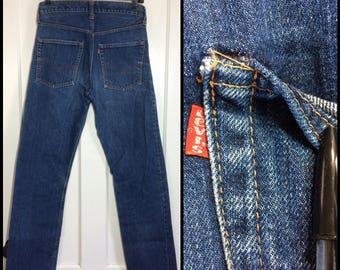 distressed Levi's 505 single stitch indigo blue denim boyfriend jeans measured 30X31 made in USA Talon zipper #5 button black bar #320