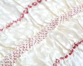 White shibori obiage wine red stripes, vintage shibori silk obiage, white obiage kimono hime, kimono kitsuke accessories, silk kimono fabric