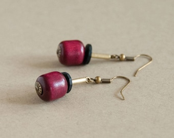 Pendant earrings made of vintage beads purple and black