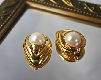 Vintage Gold Tone and Faux Pearl Shoe Clips by Bluette Made in France, c1960s, Retro Bridal Shoe Clips, Faux Pearl Shoe Clips