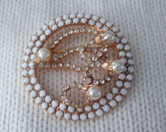 Vintage Brooch faux pearls and rhinestones gold tone round estate sale find