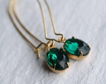 Emerald Green Oval Earrings ... Jade Vintage Jewels May Birthstone