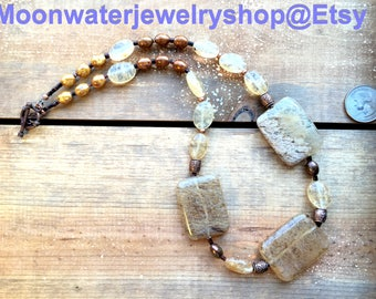 Tiger Skin Rich looking beaded choker necklace with copper accents and toggle