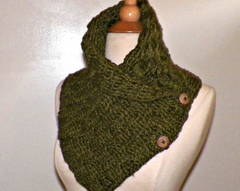 Outlander Scarf Triangle Infinity Olive Green Cowl Oversized Celtic Highland Chunky Gold Neckwarmer Winter  Crochet Knit Womens Winte