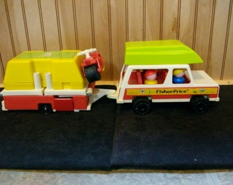 1980 COMPLETE - Fisher Price Play Family Car and camper in Excellent to mint Condition