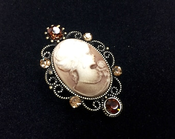 Brown cameo brooch