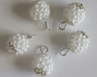 4 pendants beads 2.5 mm White Pearl seed beads