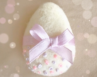 Needle felted Easter egg brooch