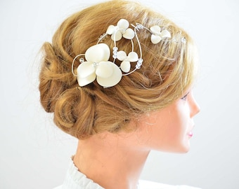 Bridal headpiece Flower hair clip First Communion headpiece Flower hair comb Bridal hair jewelry White fascinator