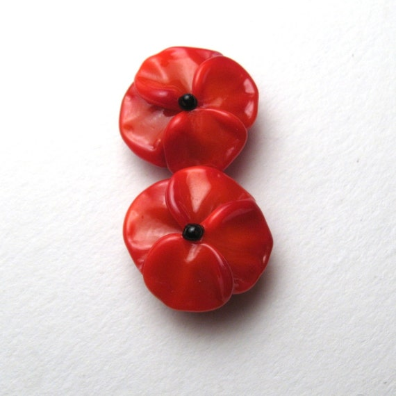 Memorial day poppies for remembrance day veterans day flanders memorial day poppies for remembrance day veterans day flanders poppy handmade glass flower bead pair from serenasmithlampwork on etsy studio mightylinksfo