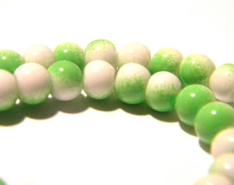 100 glass beads 4 mm - 2 colors - green and white-glass - G57-8