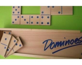Riesige hölzerne dominoe