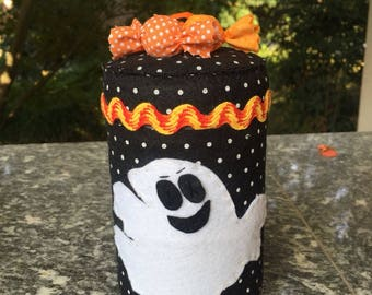 Felt covered jar, decorated with a ghost and candy for halloween
