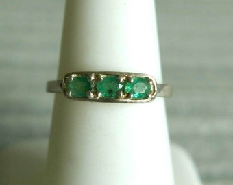 Delicate Emerald Sterling Silver Ring  s.7