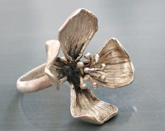Silver four petals flower ring