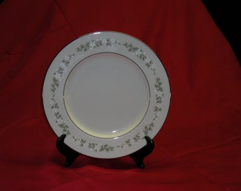 "Dinner Plate (10 1/2"") from Lenox's ""Brookdale"" Pattern"