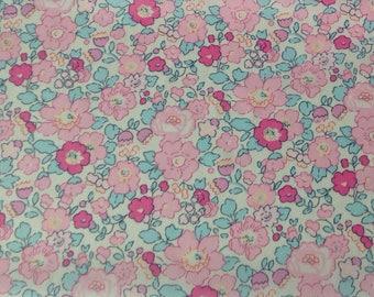 Printed fabric Liberty pattern Liberty Betsy pink amelie