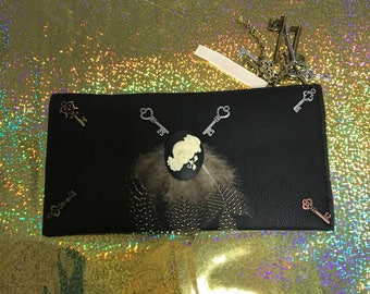Black key shull wristlet