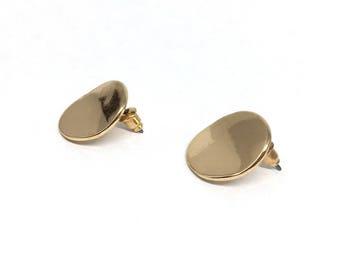 Organic round stud earring